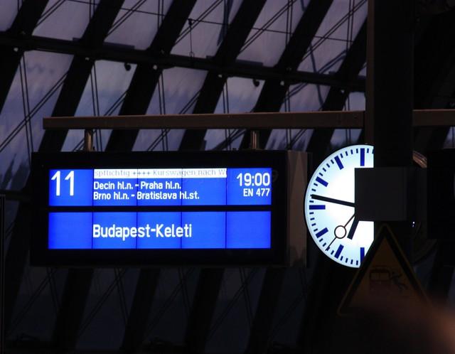 EuroNight #477, Berlin Hbf   by fotoeins