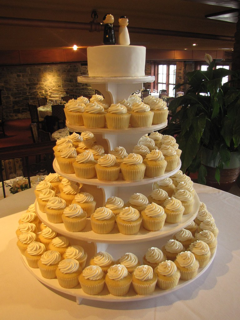 Old Montreal Wedding Cupcakes 5 Dozen Vanilla Cupcakes