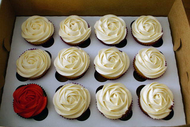 So Lovely White Rosette Cupcakes And One Red One Flickr