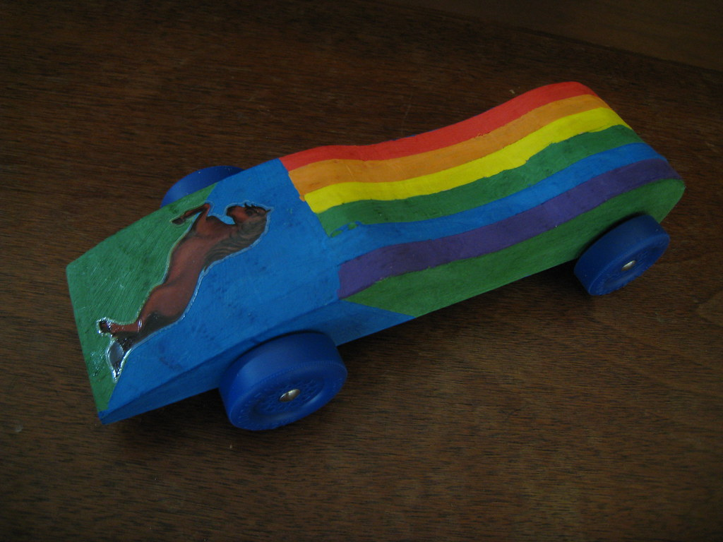 cutesiest pinewood derby car ever the girl scouts do