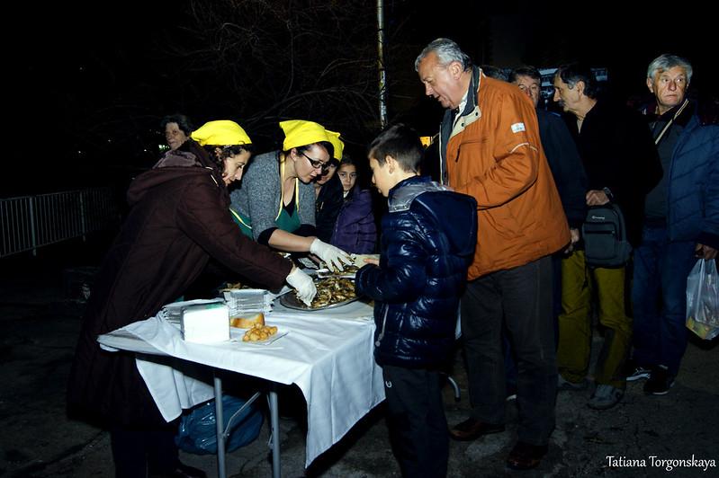 Второй пункт раздачи жареной рыбы в Игало
