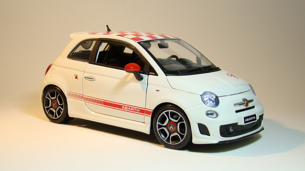 Fiat 500 abarth w chess roof diecast 1 18 scale by for Garage fiat 94