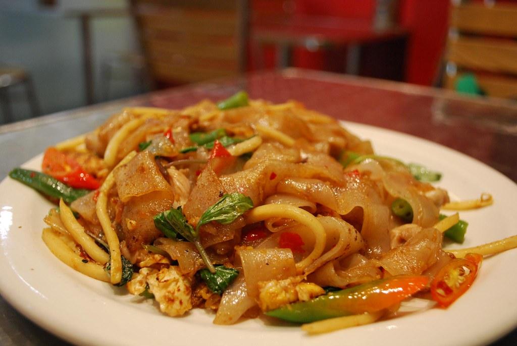 pad kee mao drunken noodles hangover cure