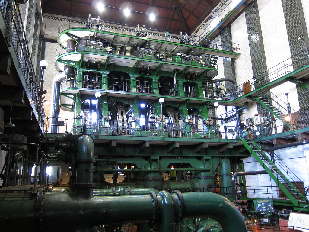 The biggest working steam engine in the world | This is ...