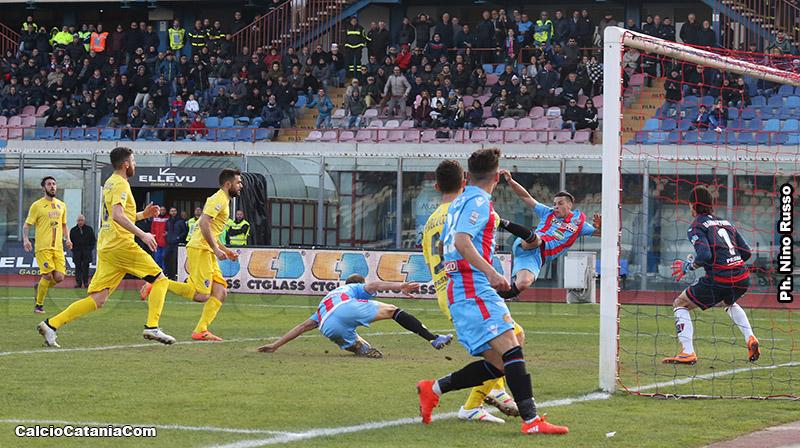 Pozzebon non trasforma la grande palla gol del match.