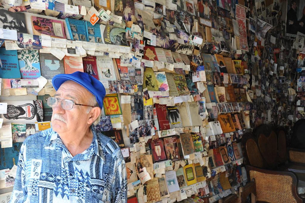 Old man libreria la escalera heredia santiago de cuba flickr - Libreria couceiro santiago ...