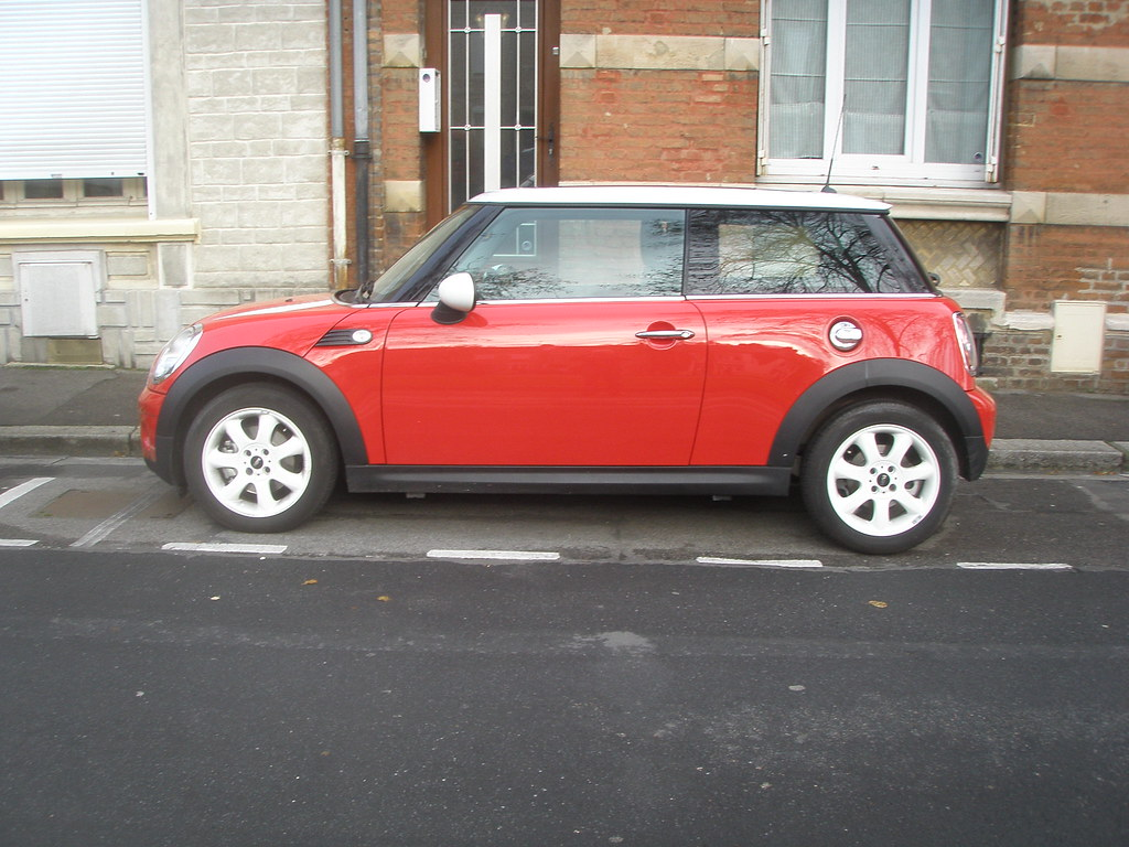 mini cooper rouge et blanche gueguette80 d finitivement non voyant flickr. Black Bedroom Furniture Sets. Home Design Ideas