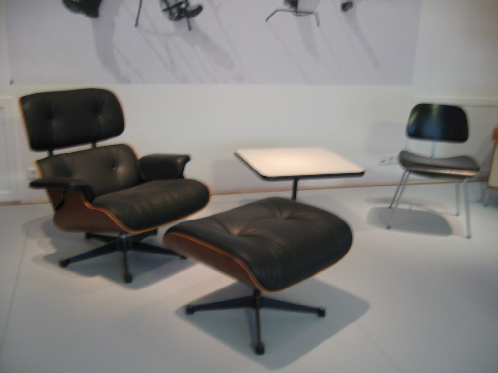 Chaise longue de ray kayser eames charles eames 1948 r for Reedition chaise eames
