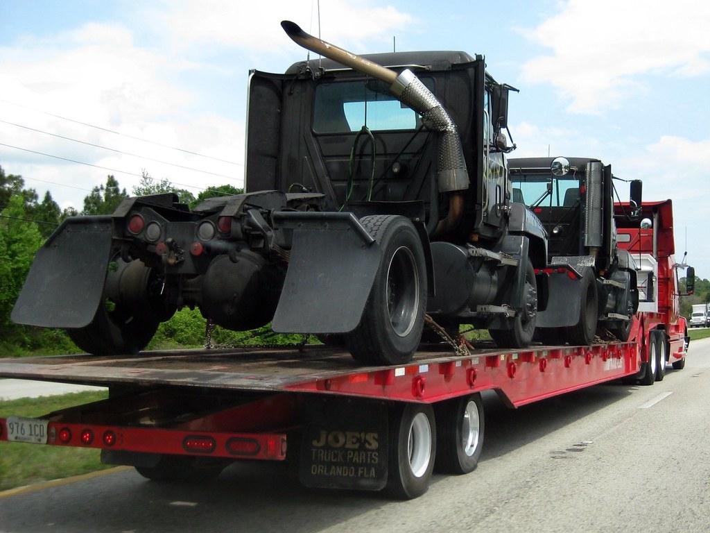 E Amp H Car Crushing Volvo Tractor Trailer Hauling 2 Ex Ups