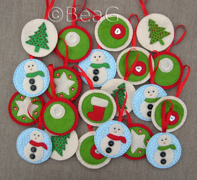 Felt christmas ornaments kersthangertjes van vilt flickr for Cute christmas decorations