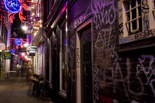 An alley in Amsterdam with graffiti | by foost