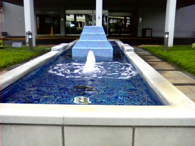 Kuakini Medical Center Front Entrance Water Geyser At 34 Flickr