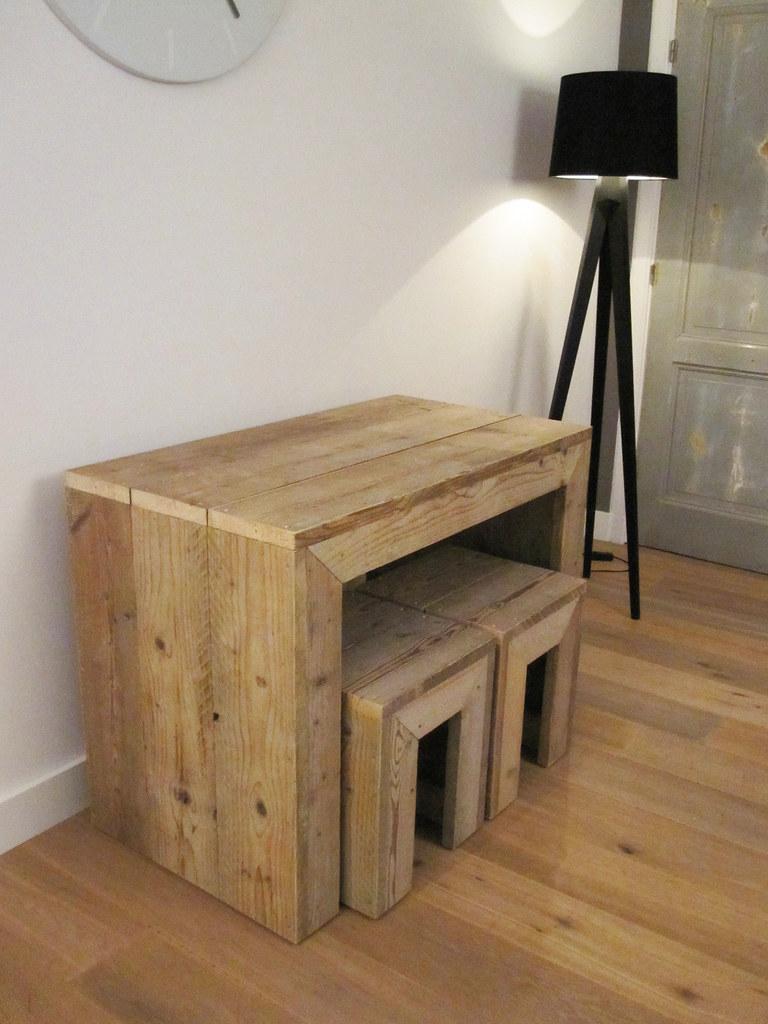 Sidetable van gebruikt steigerhout inclusief 2 krukken s for Sidetable steigerhout