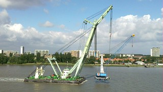 Sheerleg Brabo shifting harbour crane | by International Marine Consultancy