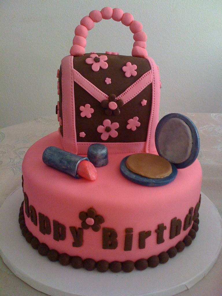 Girly Cake Design Ideas : Pretty Pink Birthday Purse cake I made this for an 11 ...