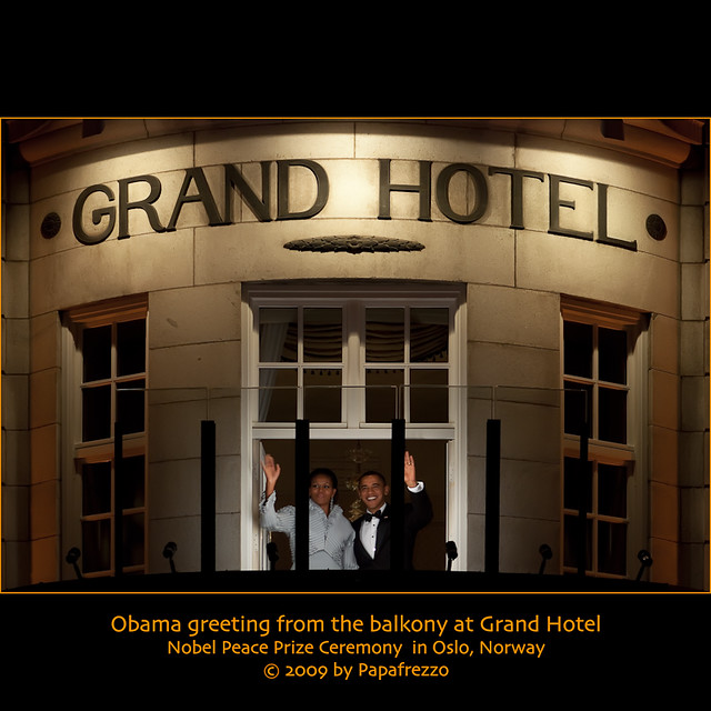 president obama greeting from the balkony at grand hotel. Black Bedroom Furniture Sets. Home Design Ideas