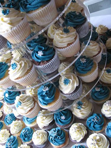 Helen And Jonno S Wedding Cupcakes Www Bluedoorbakery Co