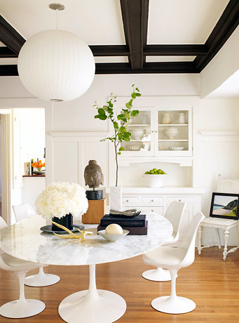 Modern White Dining Room Saarinen Tulip Table Chairs