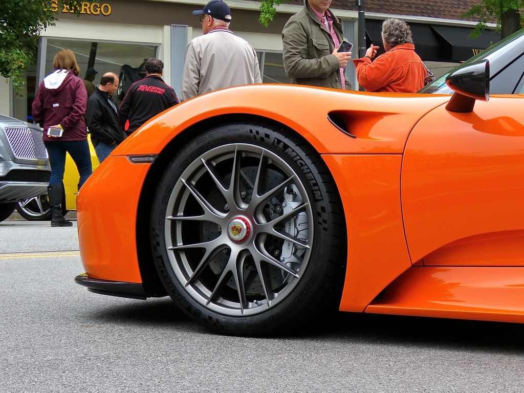 Porsche 918 Weissach Orange 10
