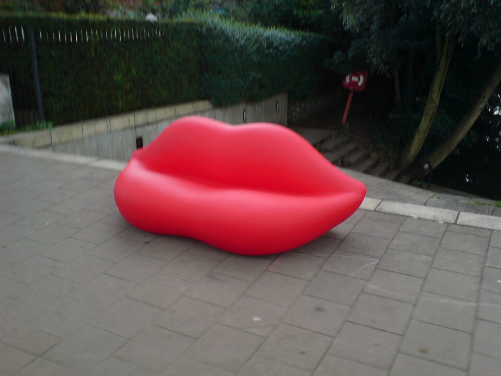 ... Red Lips Sofa | By Sheepdan