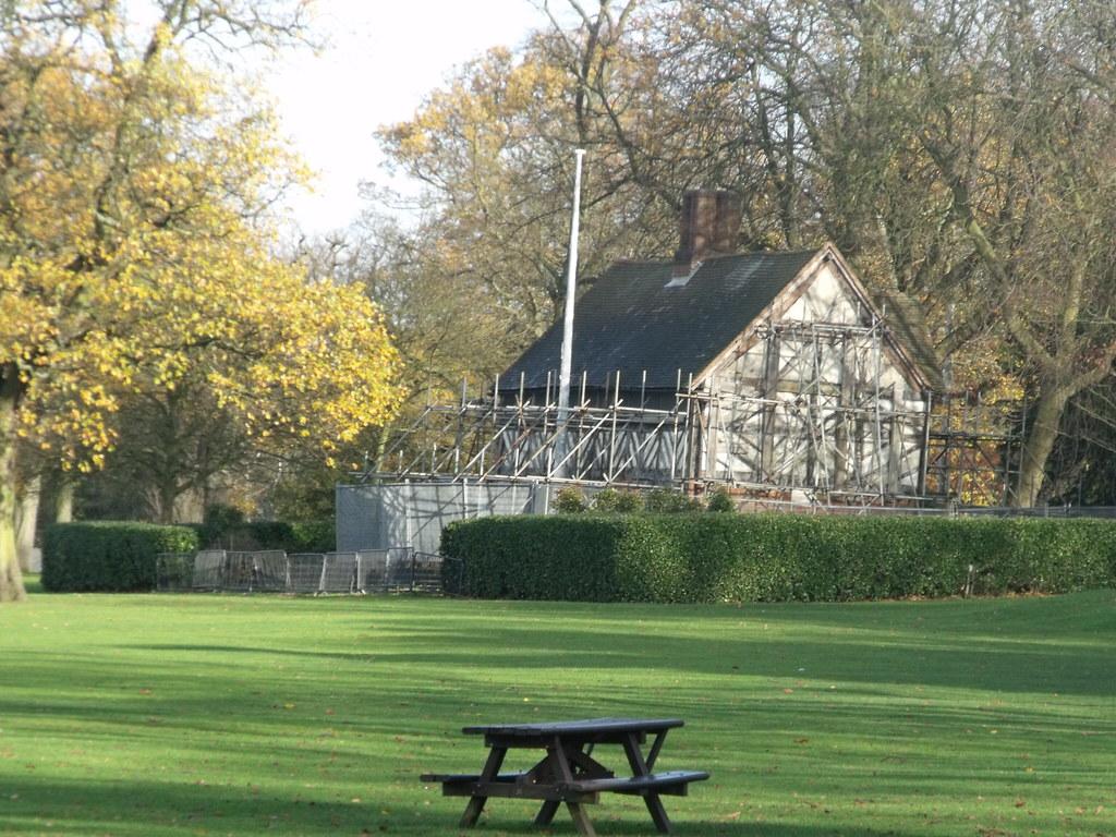 The Golden Lion Inn (Memorial) - Cannon Hill Park - Birmin ...