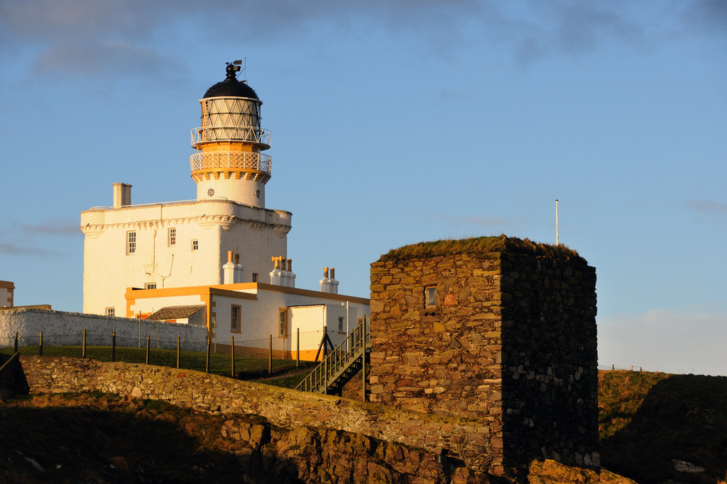 Kinnaird Head Lighthouse and the Wine Tower, Fraserburgh ... | 1024 x 683 jpeg 348kB