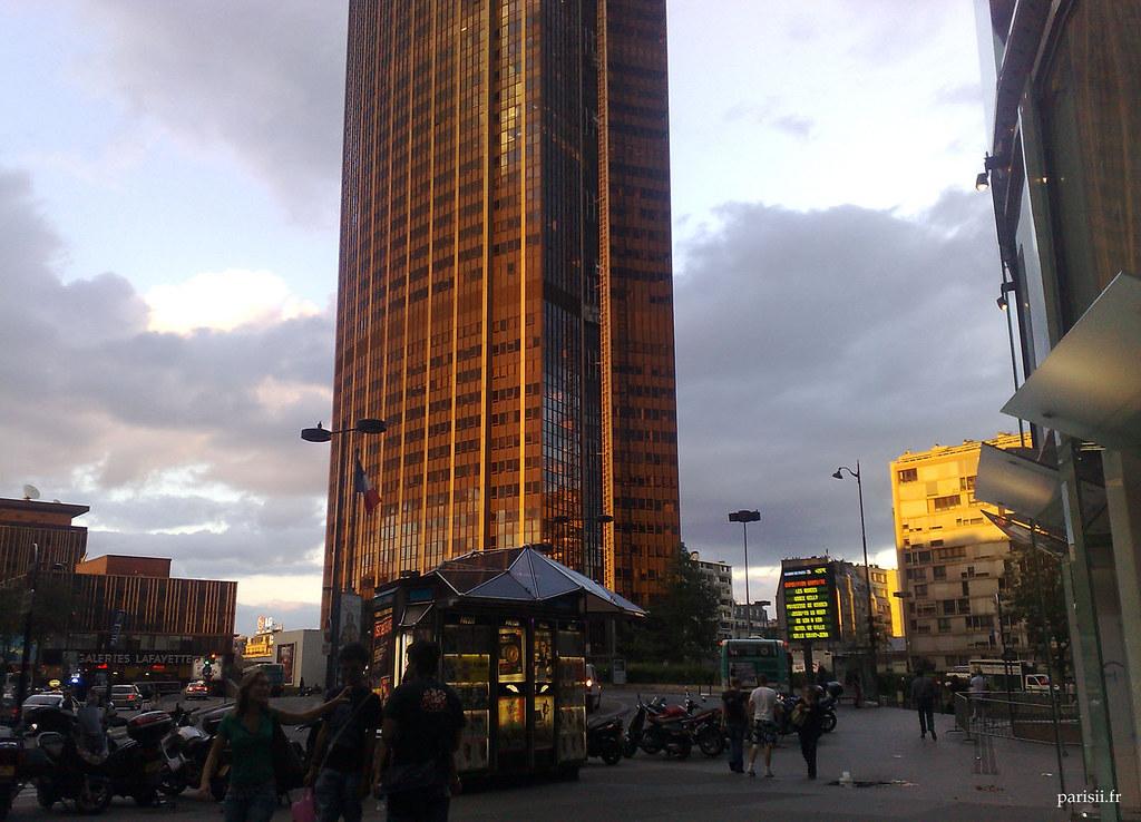 coucher de soleil sur la tour montparnasse j 39 tais au pied flickr. Black Bedroom Furniture Sets. Home Design Ideas