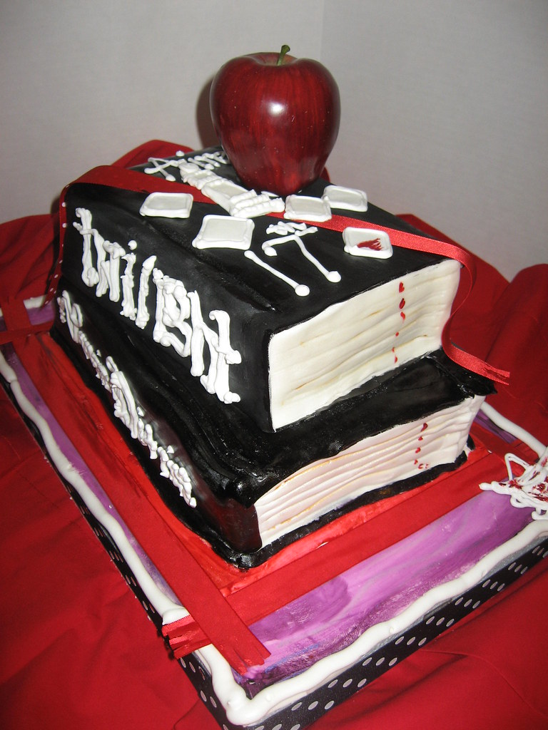 Twilight Vampire Diaries Cake Sorry Apple And Ribbon Are Flickr