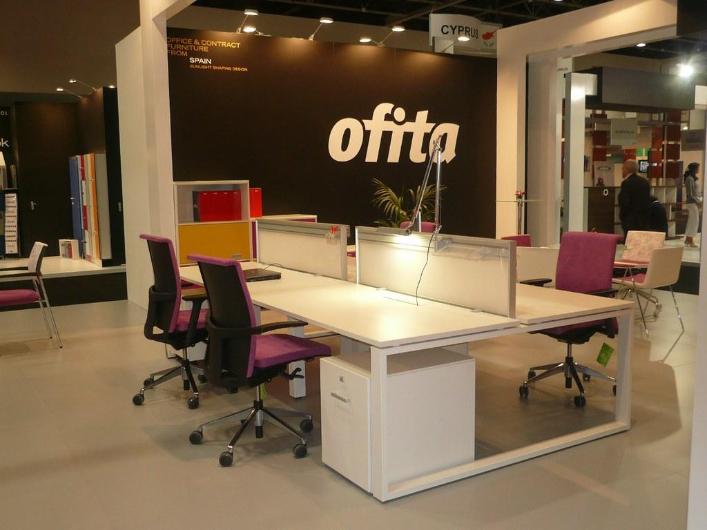 Mobiliario de oficina ofita en la feria de dubai for Necesito muebles de oficina