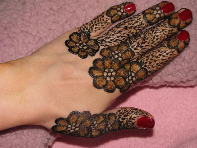 Mehndi Ke Finger Design : Flower henna on hand volcano by melissa banford