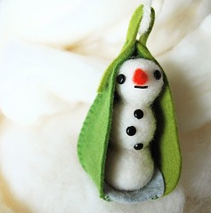 A snowman in a pod | by hine