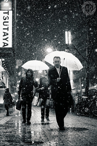Shibuya in the snow: these people think I'm nuts, and they might very well be right :-) | by Alfie | Japanorama