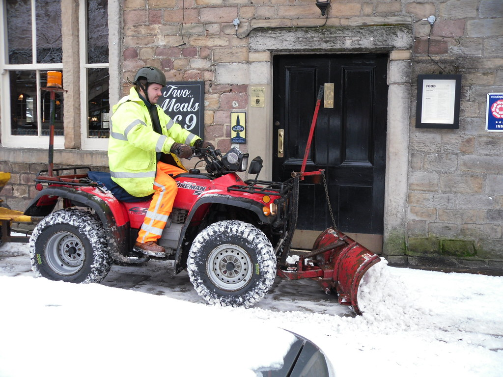 Quad Bike Snow Ploughing Pavements In Skipton N Yorks Flickr