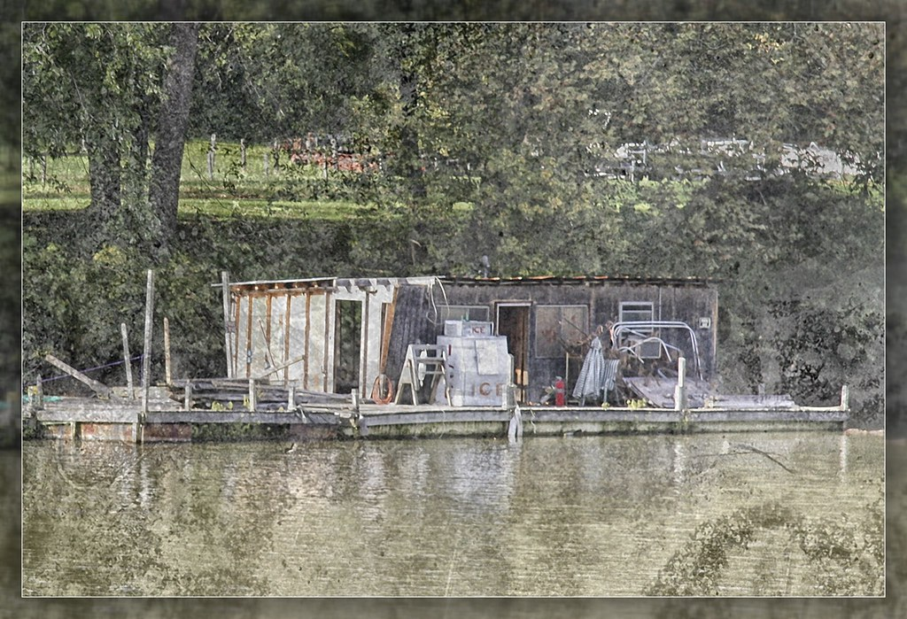 Fishing shack on the kentucky river this iconic fishing for Kentucky river fishing