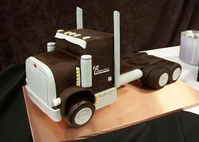 Semi Truck Groom S Cake That S The Groom S Family