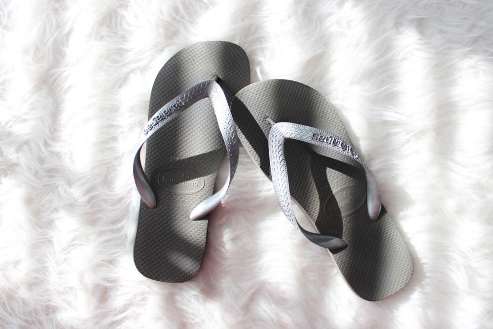 17_beach_bag_essentials_flip_flops