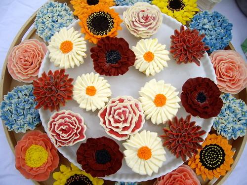 flower cupcakes from a reader | by Rachel from Cupcakes Take the Cake