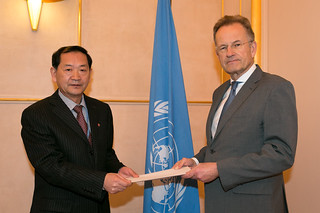 NEW PERMANENT REPRESENTATIVE OF THE DEMOCRATIC PEOPLE'S REPUBLIC OF KOREA PRESENTS CREDENTIALS TO DIRECTOR-GENERAL OF UNITED NATIONS OFFICE AT GENEVA