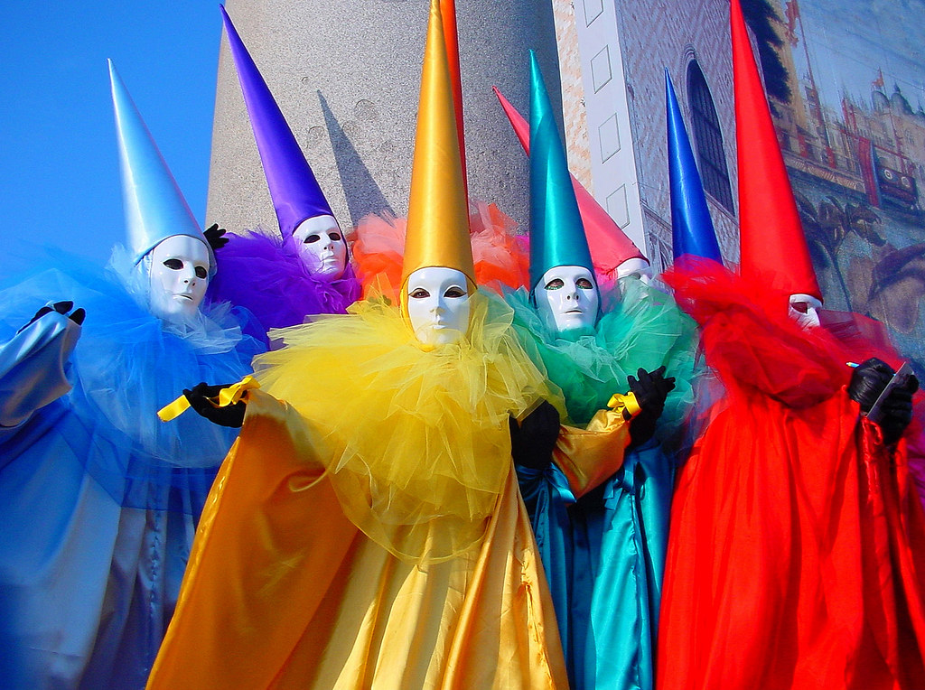 Казино карнавал перехало в минск скачать бесплатно игровые аппараты д