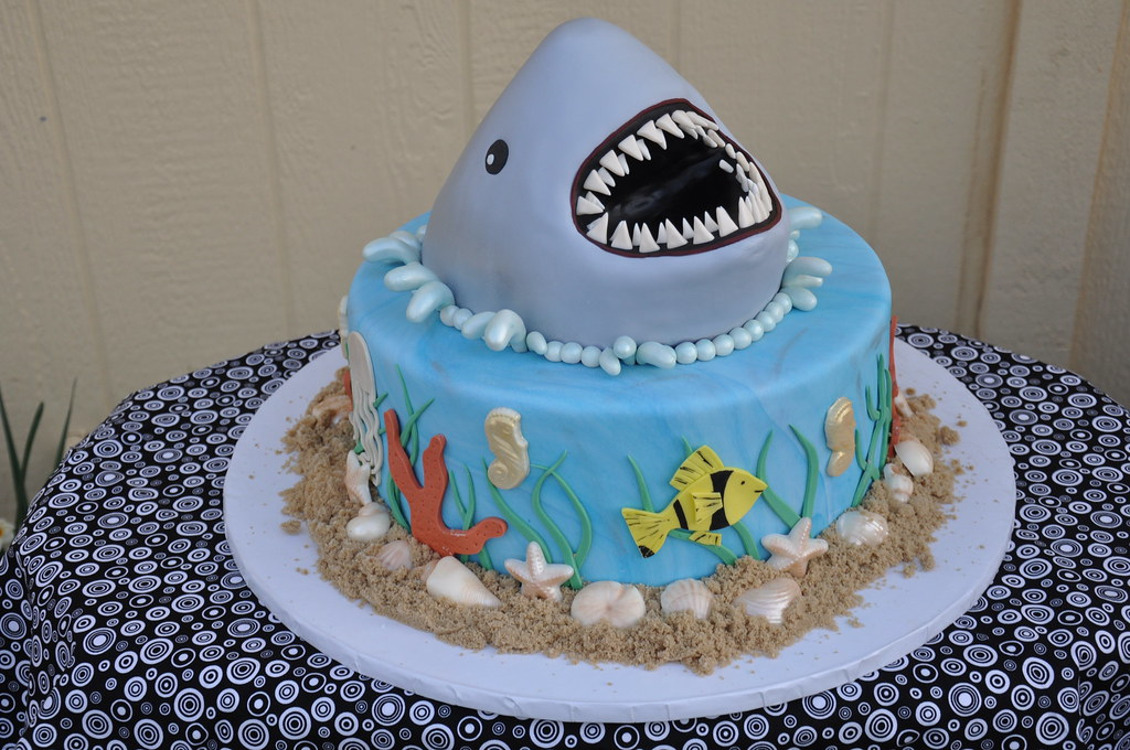 Cake Decorating Ideas Shark : Shark Breach Groom s Cake How cool is this cake? We had ...