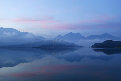 粉彩明潭 pink clouds  at Sun Moon Lake | by Thunderbolt_TW