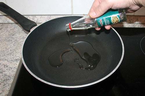 24 - Öl in Pfanne erhitzen / Heat up oil in pan