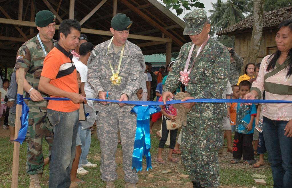JOLO, Philippines (Jan. 14, 2009) - U.S. Army Col. Bill C ...