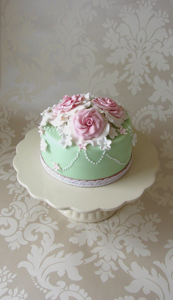 Vintage Style Roses Amp Pearls Cake I Saw A Cake From The