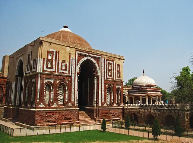 Quwwat-ul-Islam Mosque... Quwwat Ul Islam Mosque