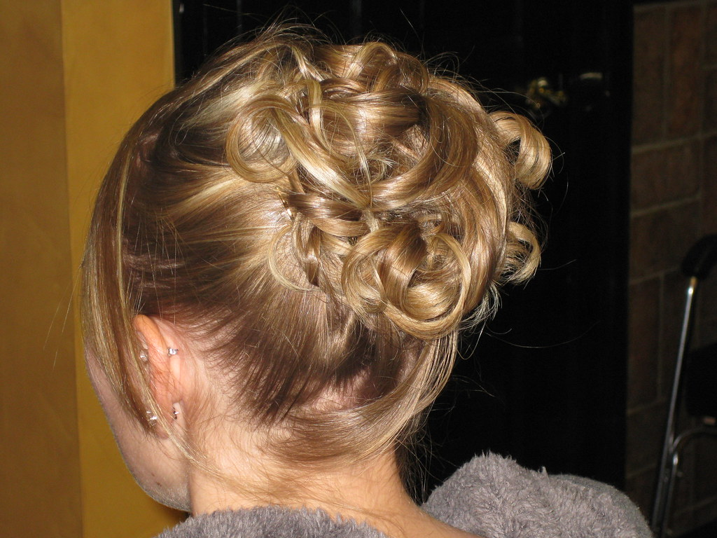 Hair Updos For Short Hair Pictures: Prom Ready Updo W/Free Prom Survival Kit