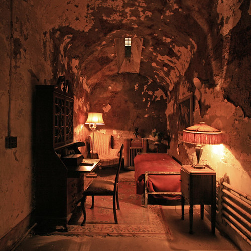 al capones cell in eastern state penitentiary russ