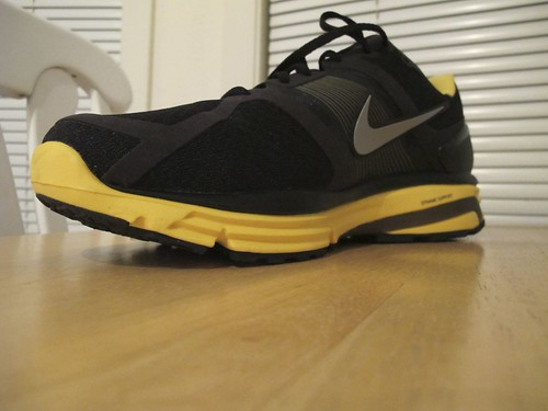 Nike Livestrong Free   Running Shoes Mens