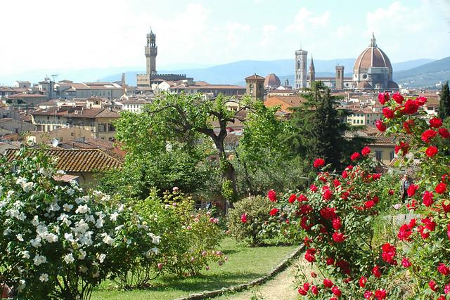 Giardino delle rose con veduta di florence bruno - Giardino con rose ...