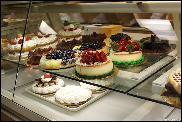 Cake Boss White And Chocolate  Layer Cake